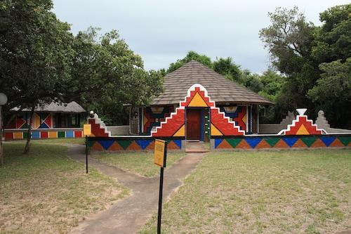 . Gooderson Dumazulu Lodge & Traditional Village