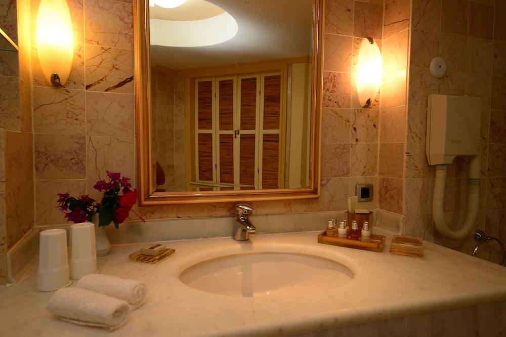 파타라 프린스 호텔 & 리조트 - 스페셜 클래스(Patara Prince Hotel & Resort - Special Class) Hotel Image 49 - Bathroom Sink