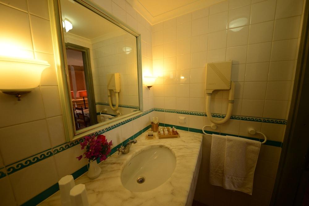 파타라 프린스 호텔 & 리조트 - 스페셜 클래스(Patara Prince Hotel & Resort - Special Class) Hotel Image 48 - Deep Soaking Bathtub