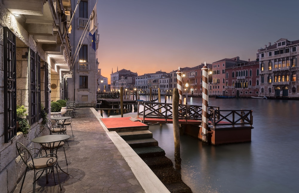 Sina Palazzo Sant'Angelo, Featured Image
