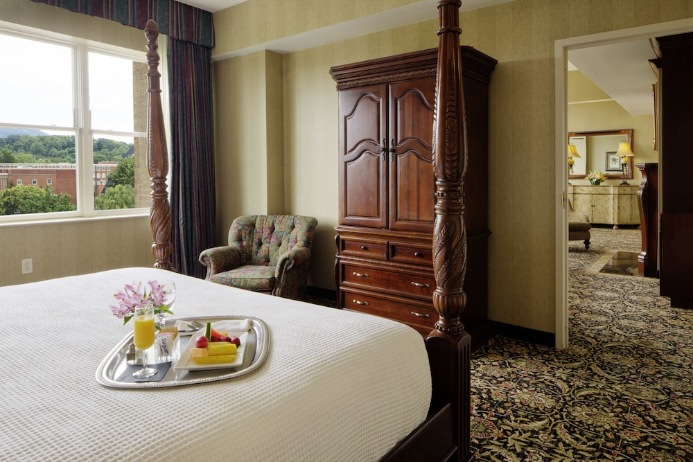 Suite : Presidential Suite, 1 King Bed 8 of 112