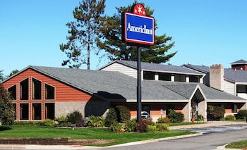 Hotel - AmericInn by Wyndham Grand Rapids