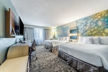 Guestroom at Courtyard by Marriott Dallas DFW Airport South/Irving in Irving