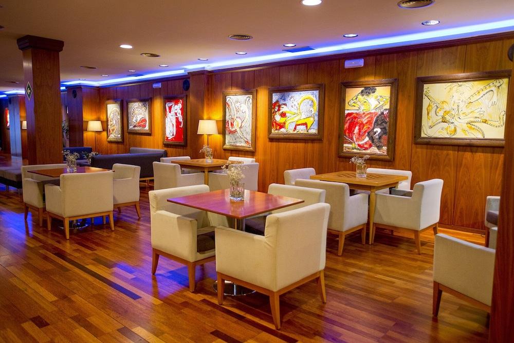 Hotel Borgia, Featured Image