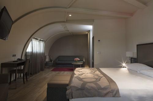 . Smart Hotel Holiday