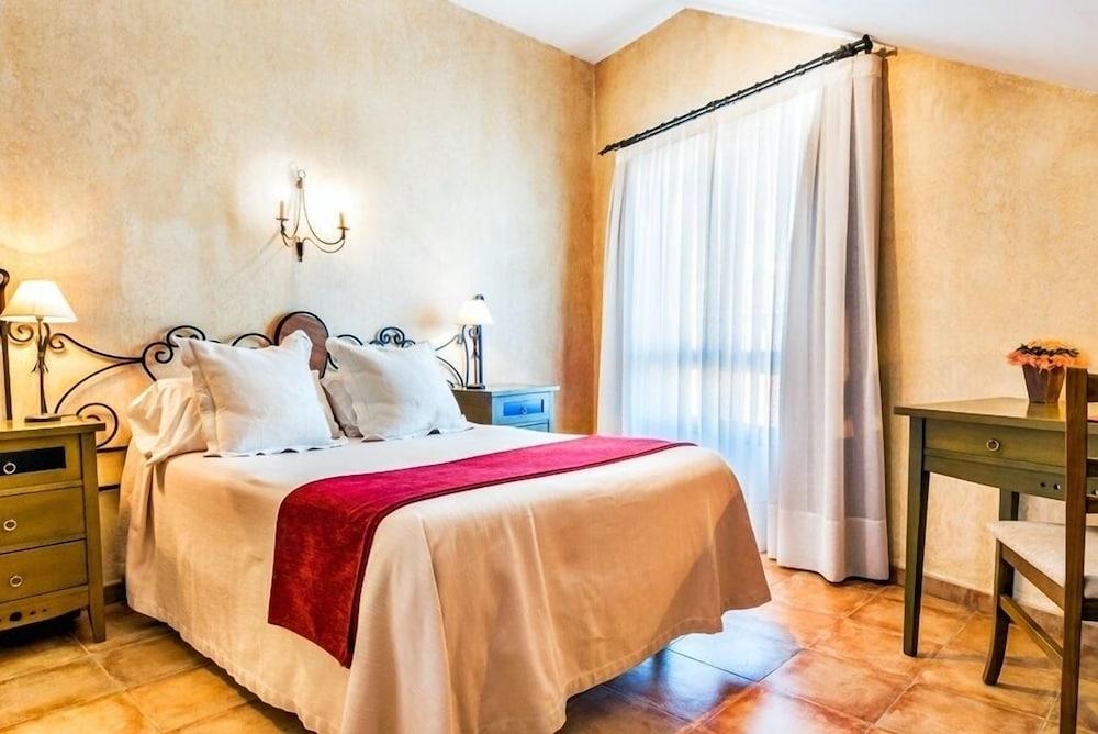 Hotel El Jardín de la Abadía, Featured Image