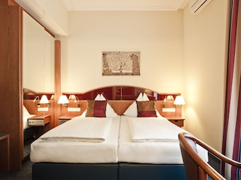 Classic Double Room, Courtyard View