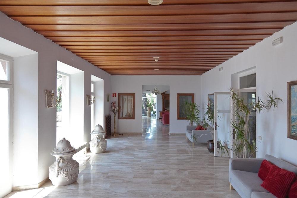 Hotel Roger de Flor Seleqtta