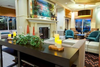 Lobby Sitting Area at Hilton Garden Inn Charleston Airport in North Charleston