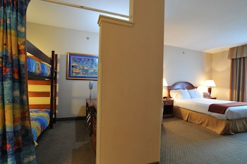 Suite, Multiple Beds, Jetted Tub