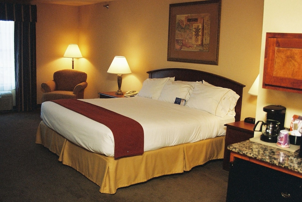 Suite, 1 King Bed with Sofa bed, Accessible, Non Smoking (Mobility, Roll-In Shower)