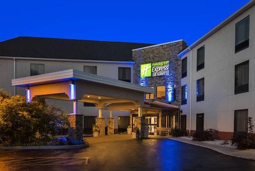 . Holiday Inn Express Hotel & Suites Great Barrington, an IHG Hotel