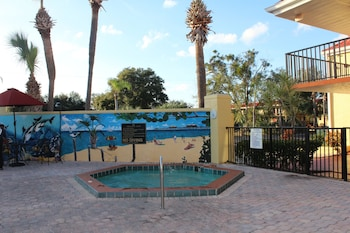 Outdoor Spa Tub at Clarion Inn & Suites Kissimmee-Lake Buena Vista South in Kissimmee