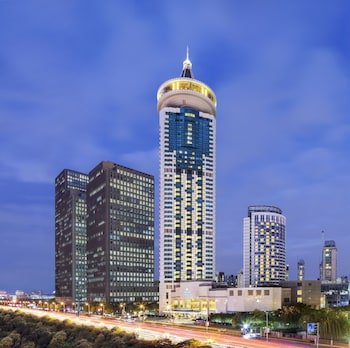 DoubleTree by Hilton Hotel Shanghai - Pudong - Featured Image