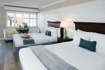 Standard Room, 2 Queen Beds, Refrigerator & Microwave, Poolside