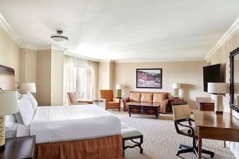 Junior Suite, 1 King Bed, Non Smoking, Balcony