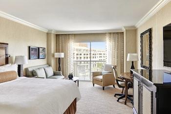 Guestroom at JW Marriott Phoenix Desert Ridge Resort & Spa in Phoenix
