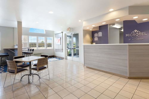 . Microtel Inn & Suites by Wyndham Modesto Ceres