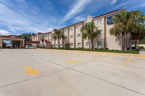 . Microtel Inn & Suites by Wyndham Lady Lake/The Villages
