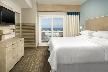 Suite, 2 Queen Beds, Balcony, Oceanfront