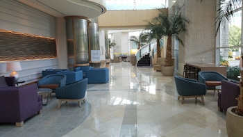 Lobby Sitting Area at Sheraton Myrtle Beach Convention Center Hotel in Myrtle Beach