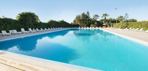 __{offers.Best_flights}__ Hotel Dei Pini