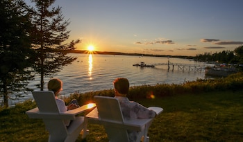 Hotel - Spruce Point Inn Resort & Spa