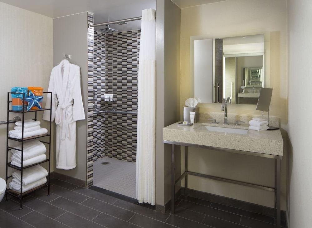 https://i.travelapi.com/hotels/1000000/900000/893300/893218/3543d80c_z.jpg