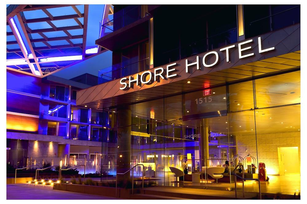 https://i.travelapi.com/hotels/1000000/900000/893300/893218/e10b6ddc_z.jpg