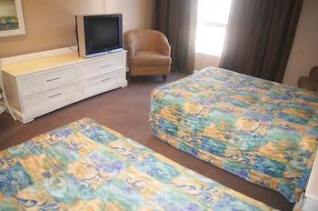 Guestroom at Polynesian Beach & Golf Resort in Myrtle Beach