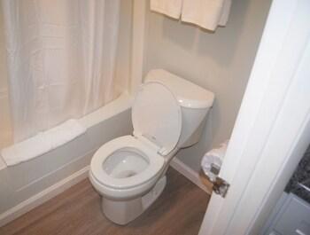 Ocean Plaza Motel - Bathroom  - #0