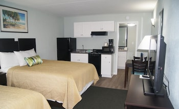Guestroom at Ocean Plaza Motel in Myrtle Beach