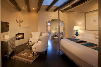Deluxe Room, 1 King Bed, Courtyard View (The Diva Room)