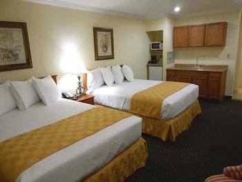 Deluxe Room, 2 Queen Beds, Microwave