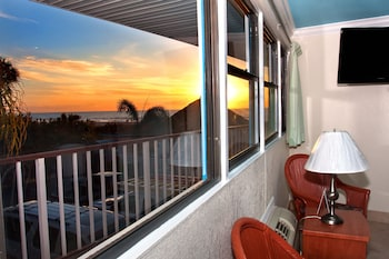 Superior Suite, 1 King Bed (Gulf View)