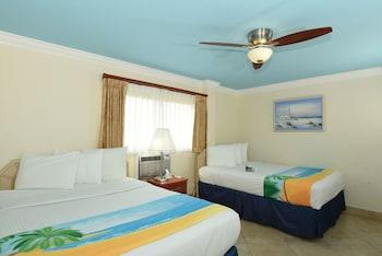 Deluxe Suite, 1 Bedroom (2 Queen beds and 1 Sofa bed)