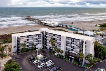 可可比奇海濱溫德姆拉昆塔套房飯店 La Quinta Inn & Suites by Wyndham Cocoa Beach Oceanfront