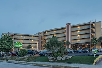 可可比奇海濱溫德姆拉昆塔套房飯店 La Quinta Inn & Suites by Wyndham Cocoa Beach Oceanfront