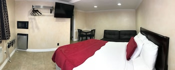 Deluxe Room, 1 Queen Bed with Sofa bed, Non Smoking, Jetted Tub
