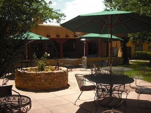 __{offers.Best_flights}__ El Pueblo Lodge
