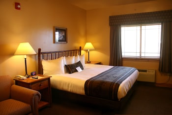 Traditional Room, 1 King Bed with Sofa bed