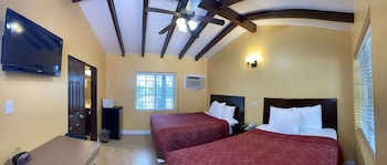 Family Double Room, 2 Queen Beds, Non Smoking, Refrigerator & Microwave