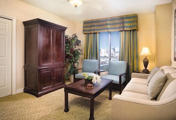 Living Room at Wyndham Grand Desert in Las Vegas