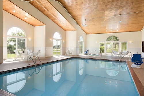 . Country Inn & Suites by Radisson, Mason City, IA
