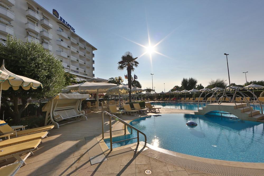 Hotel Bristol, Featured Image