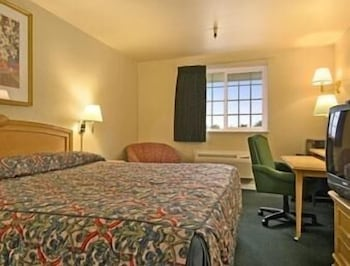 Standard Room, 2 Queen Beds, Non Smoking, Microwave