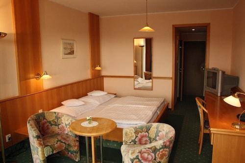 . Hotel Monica