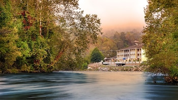 Hotel - Best Western Plus River Escape Inn & Suites