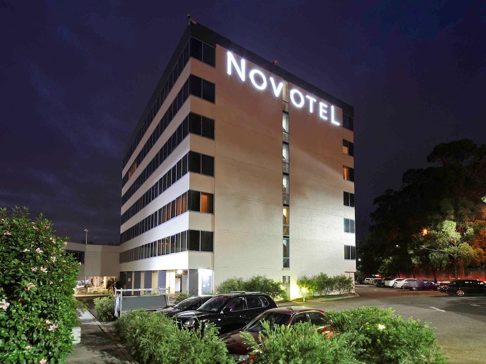 Novotel Sydney West HQ Hotel