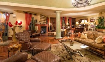 Lobby Sitting Area at Hotel Los Gatos - A Greystone Hotel in Los Gatos